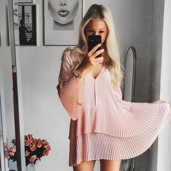 fdf78290 Zara blogger fav pink Pleated blouse dress. M_5b4e70ce4ab6331a4d9312cb
